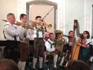 """""""Volksmusik aus Gesamttirol""""  nannte sich eine Veranstaltung im Knappensaal des Ansitz Seebegg (Musikkschule) in Klausen."""