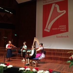 Die Gruppe 'Unsere 4' beim Wett-Vorspiel vor einer Fachjury im Saal Tirol des Congress Innsbruck. Ein wahrhaft toller Auftritt!