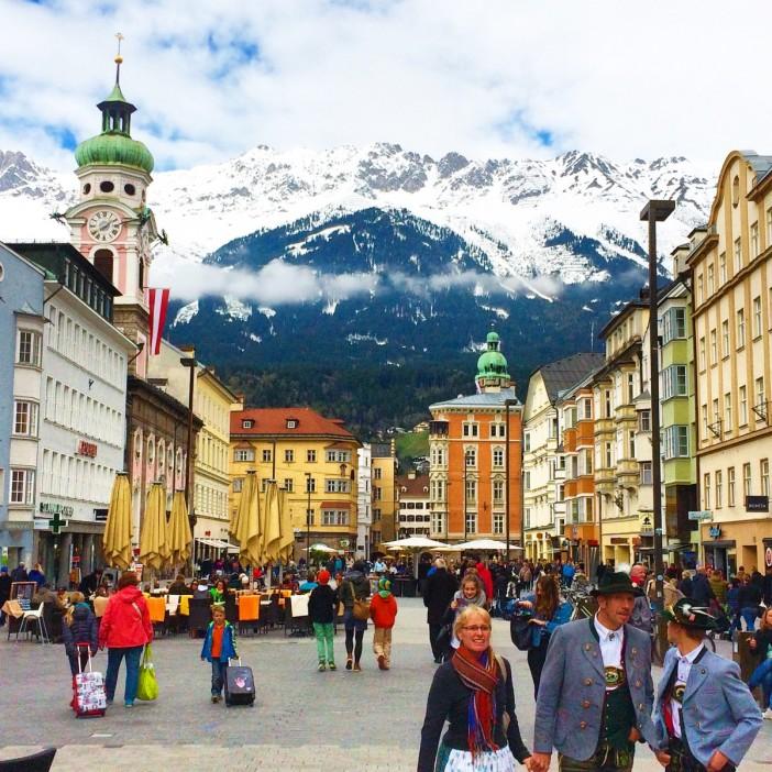 Zwei Tage lang wurde das 'Erscheinungsbild' Innsbrucks von Trachten aller Art geprägt. Und von fantastischen Musikdarbietungen auf verschiedenen Plätzen.