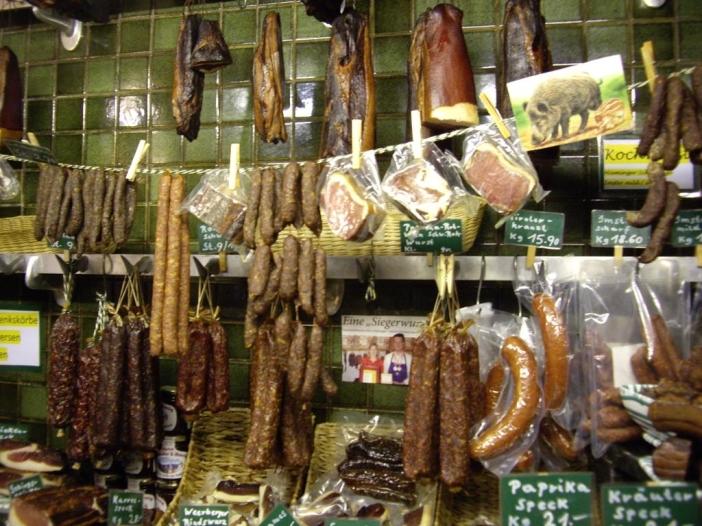 Das einmalige Angebot im Speckladele in der Innsbrucker Stiftgasse. Wacholdergeschmack ist immer dabei!