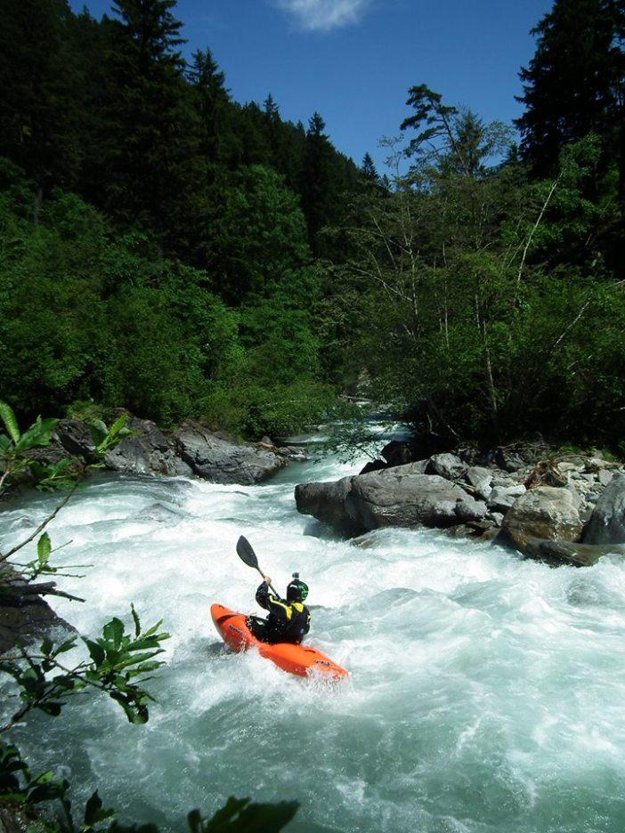 Wildwassersport auf der Unteren Ruetz: Bald aus und vorbei, weil die TIWAG überflüssigen Sommer-Strom aus Stubaier Wasser produzieren will?