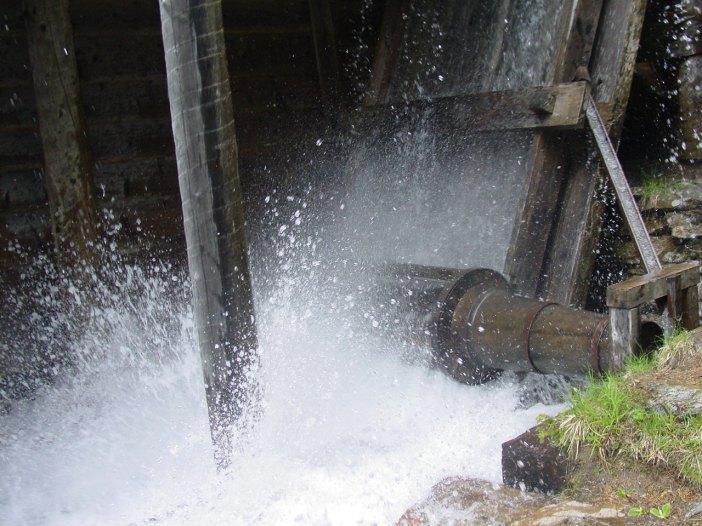 Der Stallerbach soll zu einer Art 'Klospülung' umfunktioniert werden: ur wenn die Säge besichtigt wird, soll das Wasser rinnen.