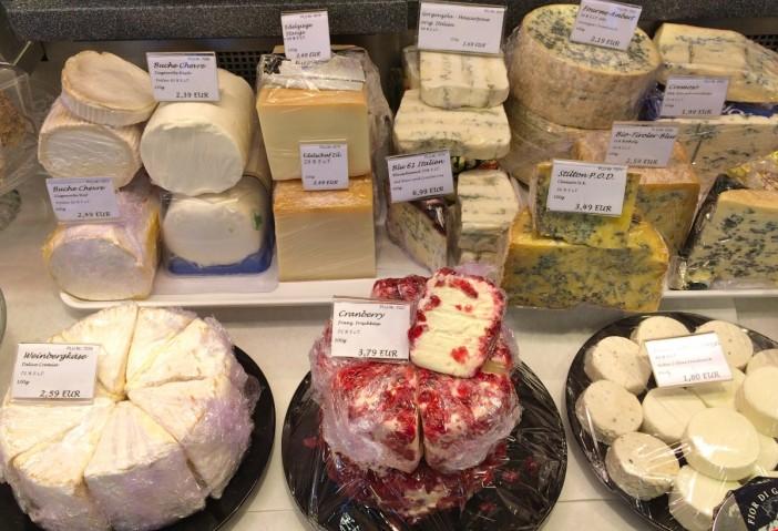 Europas beste Weichkäse im Käse-Kulinarium. Allein beim Anblick der verschiedenen Blauschimmel-Käse läuft dem Käseliebhaber das Wasser im Mund zusammen.