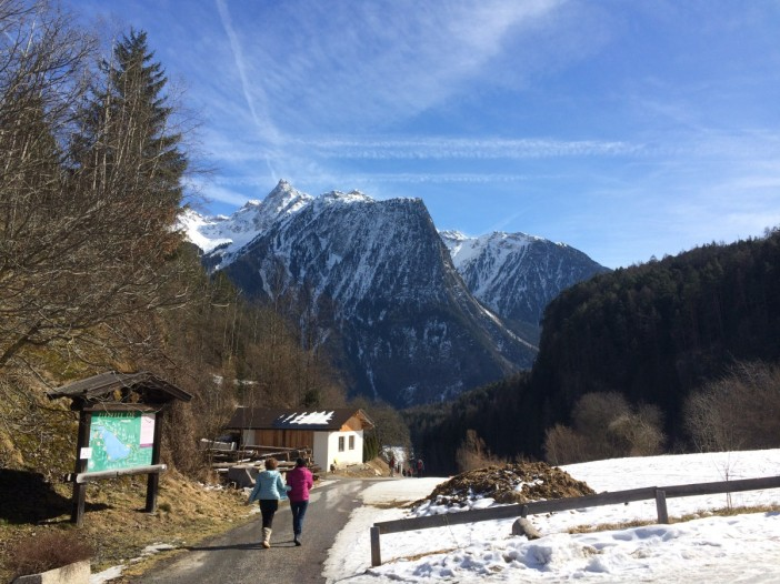 Der grandiose Blick von Piburg auf den Felsstock des Acherkogels.