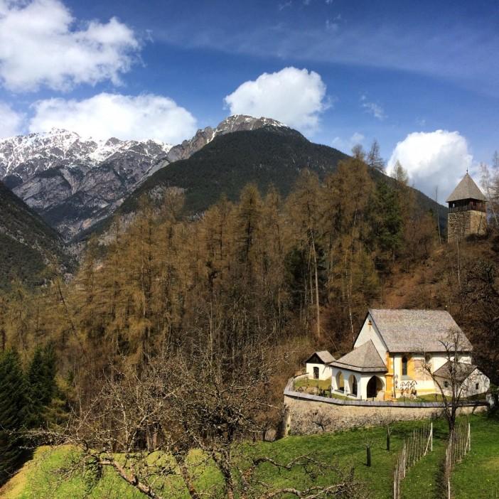 Ein mystisches Kirchlein an einem mystischen Platz: St. Vigil, die Kirche der 3 Saligen Jungfrauen in Obsaurs.