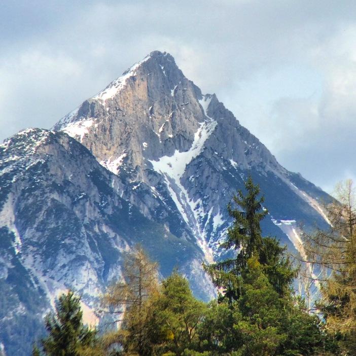 Der Tschirgant - von Obsaurs aus als wunderschöne pyramidale Bergspitze zu sehen.