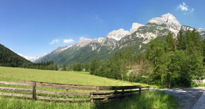 Am Fuß des Kultberges. Von hier aus sind's noch 420 Höhenmeter in ungefähr 1 1/2 Stunden