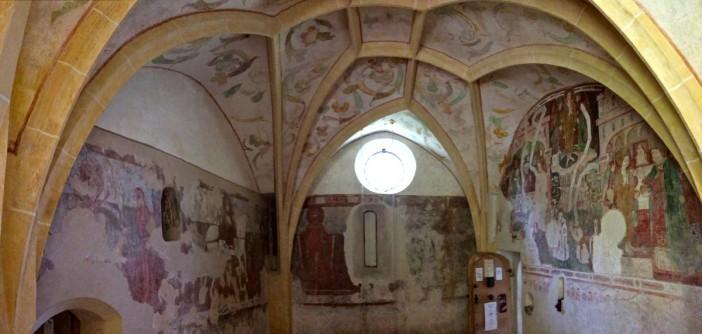 Die Fresken im rückwärtigen Bereich der Kirche