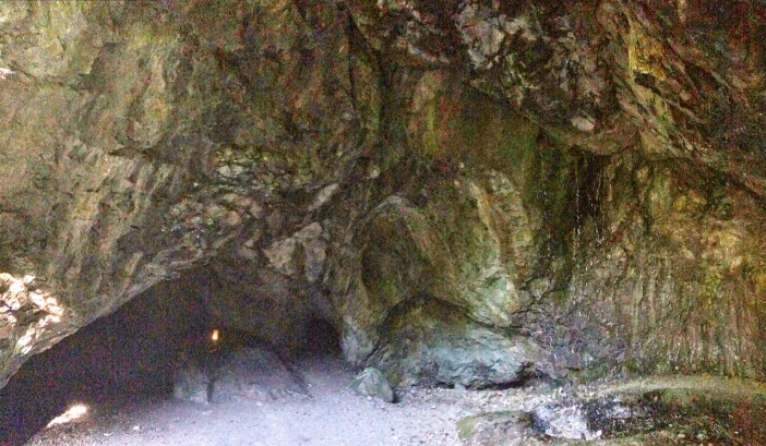 Die Blaue Grotte. So genannt nach einem kleinen See, der aber in meinem Fall erst gar nicht vorhanden war. Hier wurde in der Antike schon Erz abgebaut.