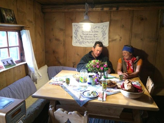 Das Wohn- bzw. Essenszimmer auf Helga's Alm.