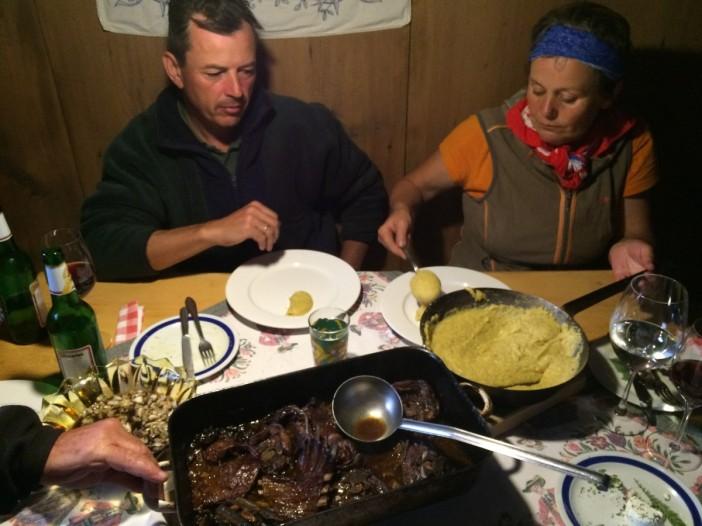 Kitzbraten aus dem Holzofen mit Polenta. Fürsten essen nicht besser.