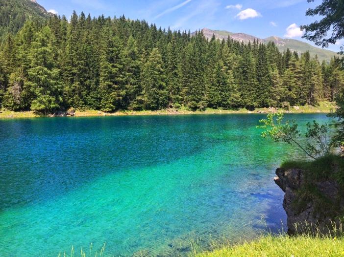 Einzigartig, beruhigend und ganz einfach wunderschön: Das blau-türkise Wasser des Obernberger Sees