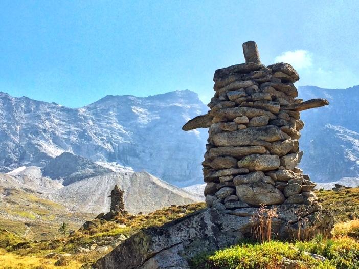 Die zwei 'Wächter über das Valsertal' von Erich Gatt. Kunstwerke inmitten der hoch aufragenden Berge der Zillertaler Alpen