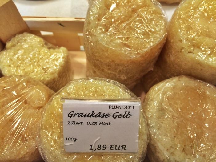 Die große Auswahl an Grauem Tiroler Käse ist für Stefan selbstverständlich.