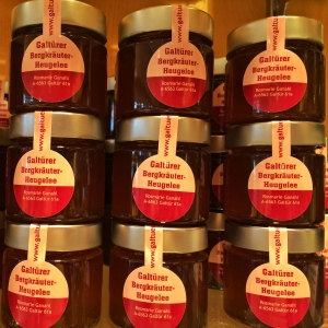 Ein neues Produkt aus Galtür: das Heugelee. Erhältlich bei Stefans Käse-Kulinarium in der Markthalle.