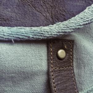 Eine Detailaufnahme zeigt, wie sorgfältig dieser Rucksack gearbeitet ist.
