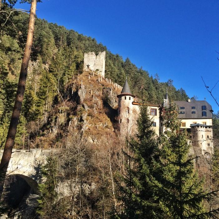 Das Schloss Fernstein, einst Mautstelle auf dem Weg über den Fernpass.