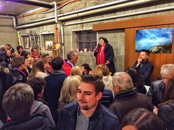 Gabi Gatscher bei der Buchvorstellung in Steinach. Es war ein Manifestation gegen Rassismus und Fremdenhass.