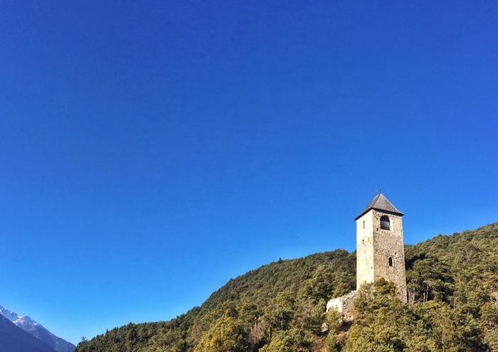 Fragenstein ist auf den sülichen Ausläufern des Karwendels errichtet.