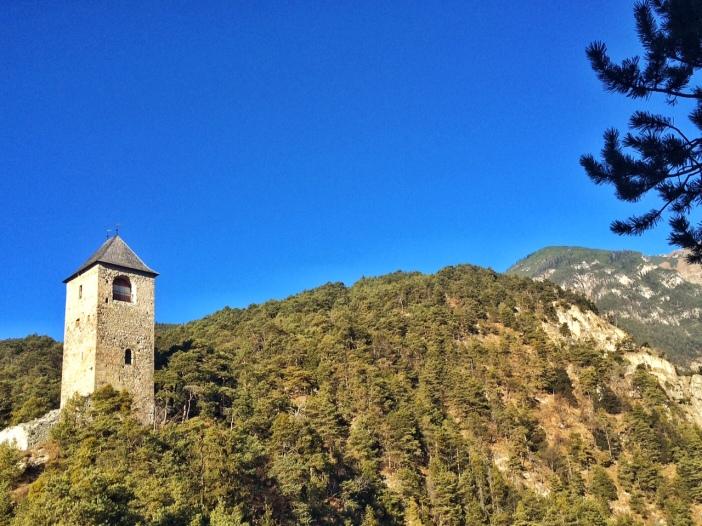Eine Burg an den Ausläufern des Karwendels.