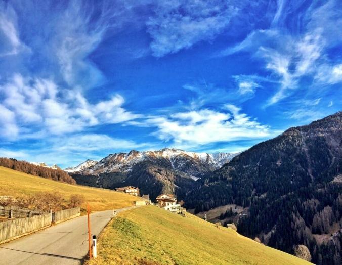 Das Navistal mit den Bergen der Tuxer Alpen