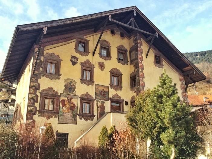 Das Platz- oder Richterhaus in Wenns mit den fantastischen Renaissance-Fresken.