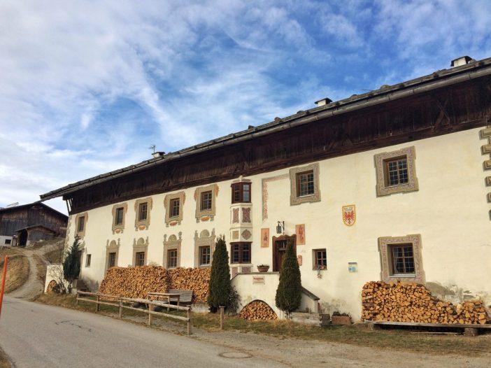 Der Peerhof ist ein gutes Beispiel für die großen Bauernhöfe in Navis.