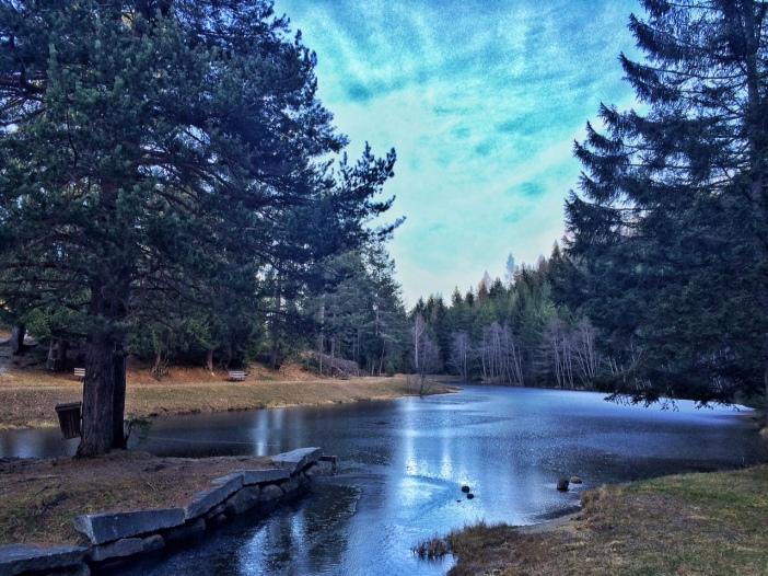 Der Piller See, ein wunderschön gelegener, künstlich angelegter See.