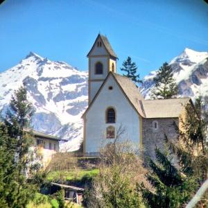 Das St. uralte un wunderschöne Kathrinskirchlein begrüßt die Besucher des Navistales.