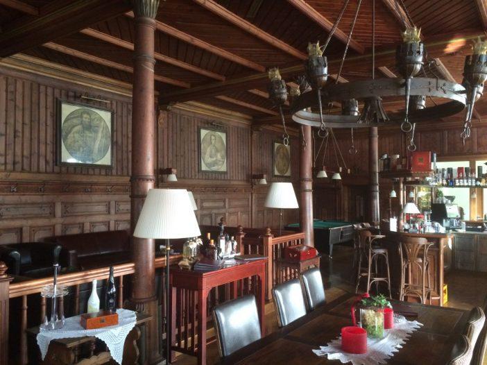 Die außergewöhnliche Hotelbar 'Belle Epoque' im Kassl