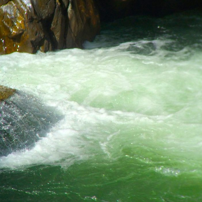 Das flaschengrün schimmernde Wasser der Ötztaler Ache ist auch ein ganz hervorragendes Fischwasser.