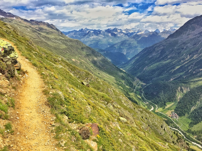 Tief unten verläuft das Venter Tal.
