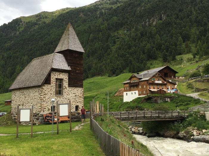 Die Bergsteigerkapelle in Vent wird vom 31. Juli bis zum 15. August im Zeichen von ARTeVent stehen, einer ganz famosen Kulturveranstaltung in Vent.