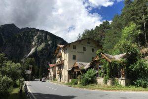 Das einst stolze Alpenhotel Hochfinstermünz rottet vor sich hin.