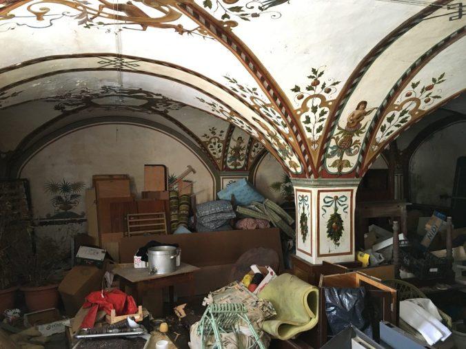 Noch ist die Bemalung in einem der ehemaligen Schankräume des Hotels Hochfinstermünz in gutem Zustand...