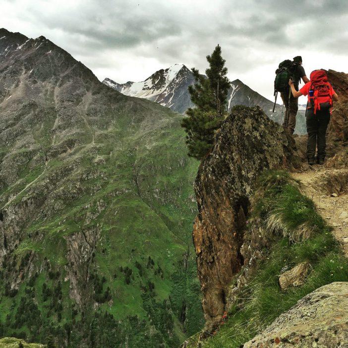 """Am Venter Höhenweg geht's etwas gesitteter zu, was das Grüßen anlangt. Hier erschreckt zumindest niemand, wenn man ihn grüßt. Aber das Wort """"HALLO"""" gilt hier offengar als total Tiroler Gruß."""