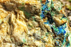 Mineralhaltiger Stein aus der Abraumhalde der Knappenkuchl