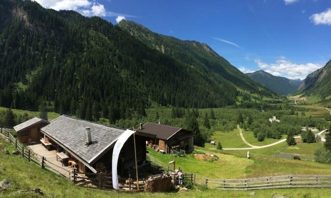 Helgas Alm im Inneren Valsertal ist Sitz der Schule der Alm