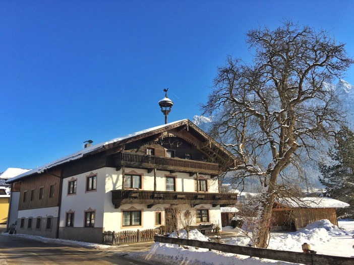 Ebbs war einst eine reiche Bauerngemeinde. Einige der letzten Bauernhäuser zeugen noch davon.