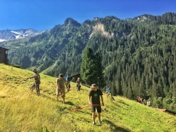 Sensenmähen auf dem Bergmahd