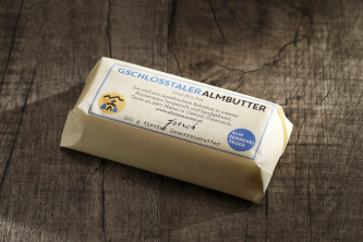 Diese Almbutter sollte man verkosten. So hat Butter einst geschmeckt! Bilder: Almsennerei Tauer