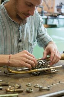 Instrumentenbau als Feinarbeit Bild: tyrolia/Wilhelm