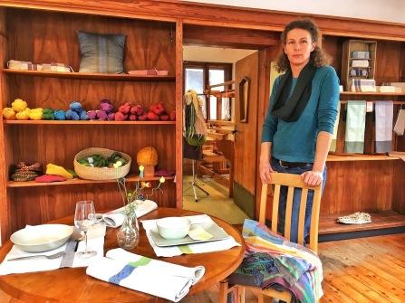 Regina Knoflach in ihrer Manufaktur in Igls
